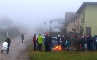 Vėsokas oras nesutrukdė bendrijos gyventojams susirinkti ir kartu pasidžiaugti artėjančiomis šventėmis